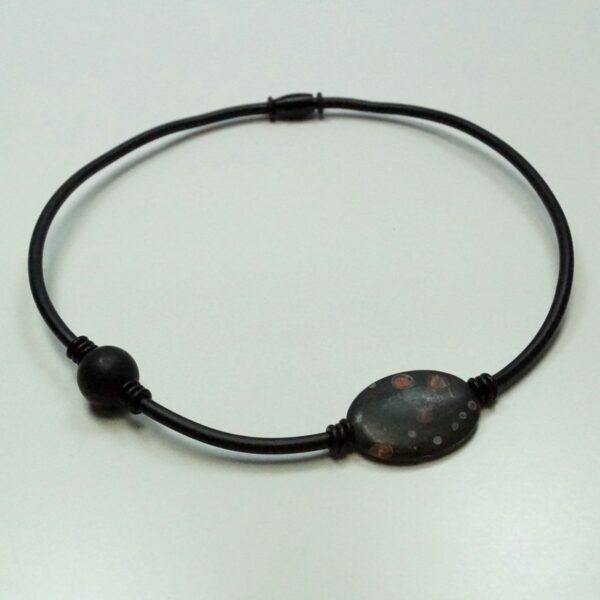 Ziga gummikæde 2 sort med gråbrun