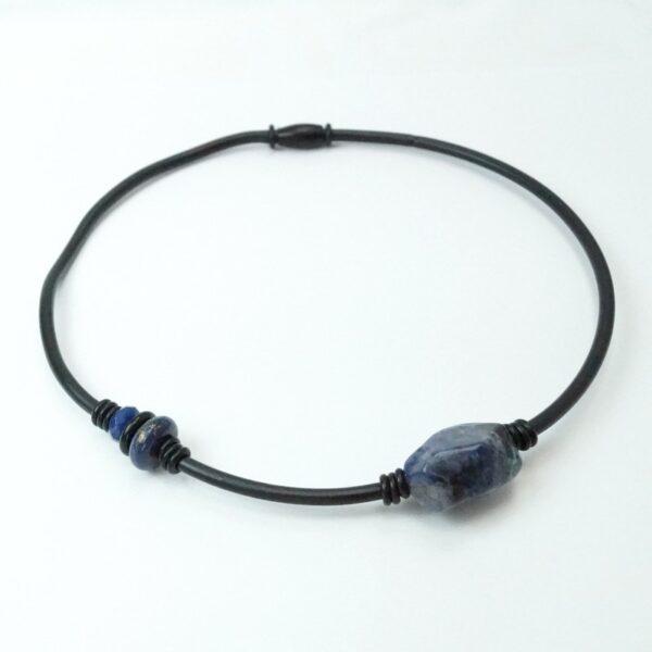 gummikæde 2 sten mørk blå1