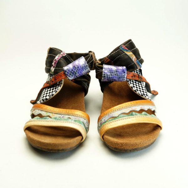 Koro str. 40. Unika sandal. Læder og skind. Farverige og mønstret. Fra Pisaverde