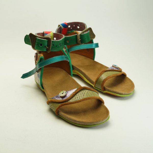 Mina str. 39. Håndsyet sandal i læder og skind fra spanske Pisaverde. Unika. Farverige og mønstret