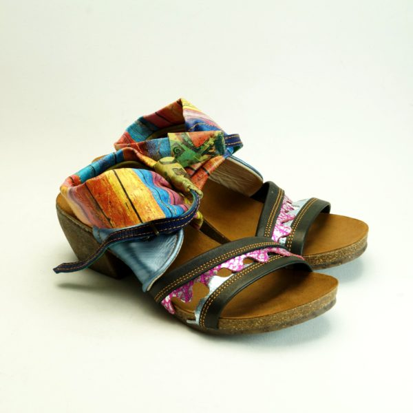 Koro str. 40. Sandal i flotte farver og mønstre. unika sandal i skind og læder.