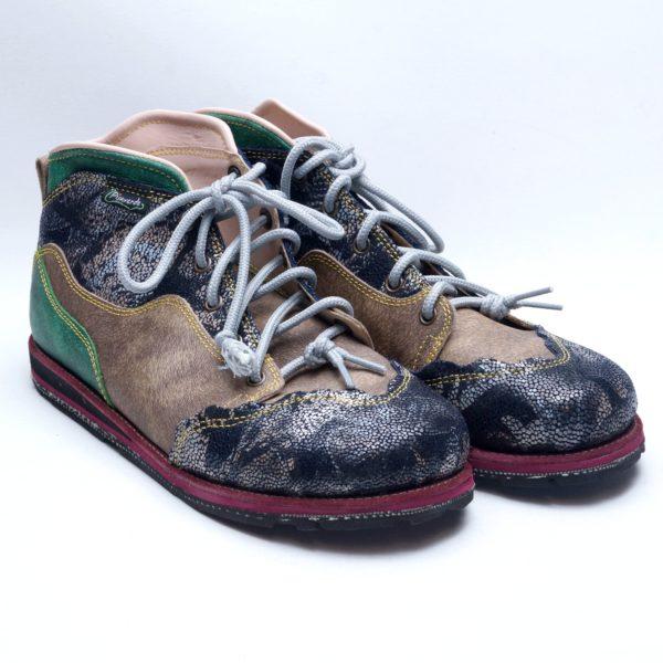 Pisaverde håndsyet læderstøvle