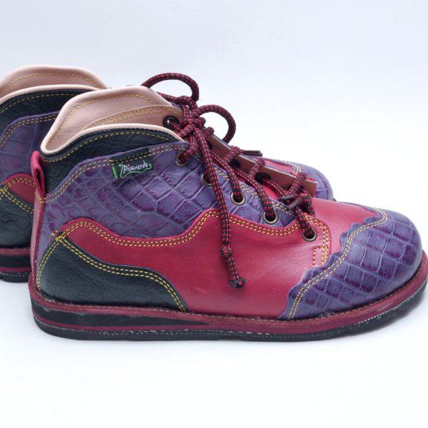 90cfd4ed858 Farverige støvler i læder og skind . Fra spanske Pisaverde. Unika ...