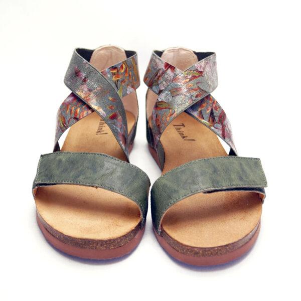 Think grønne sandaler