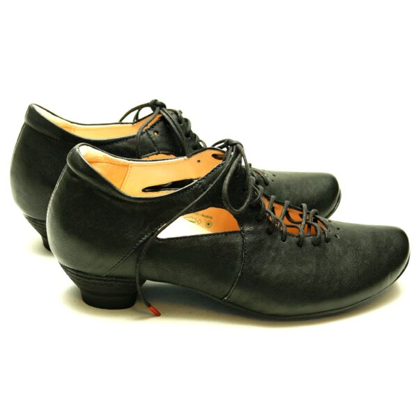 Sorte sko fra THINK! Skind. Lille hæl