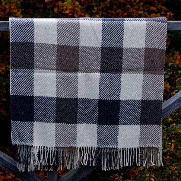 Plaid tern brun/hvid/grå, lammeuld