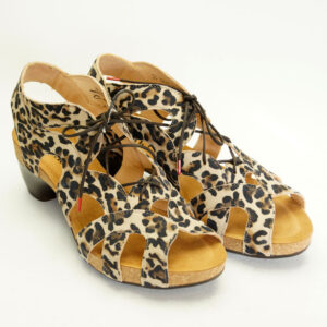Let sandal med dyreprint fra THINK!