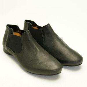 Sort og enkel sko / støvlet fra THINK!