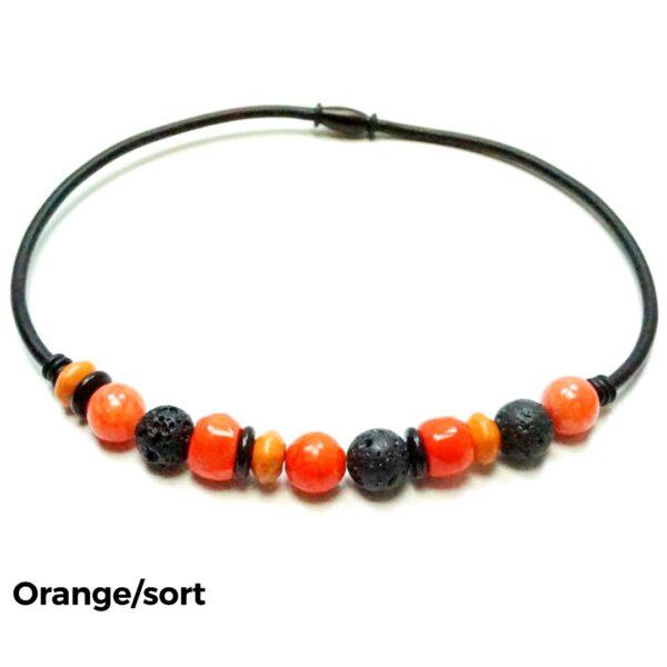Halskæde sten og gummi orange/sort