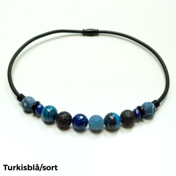 Halskæde sten og gummi turkisblå/sort