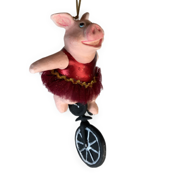 Eventyrfigur: Gris på ethjulet cykel