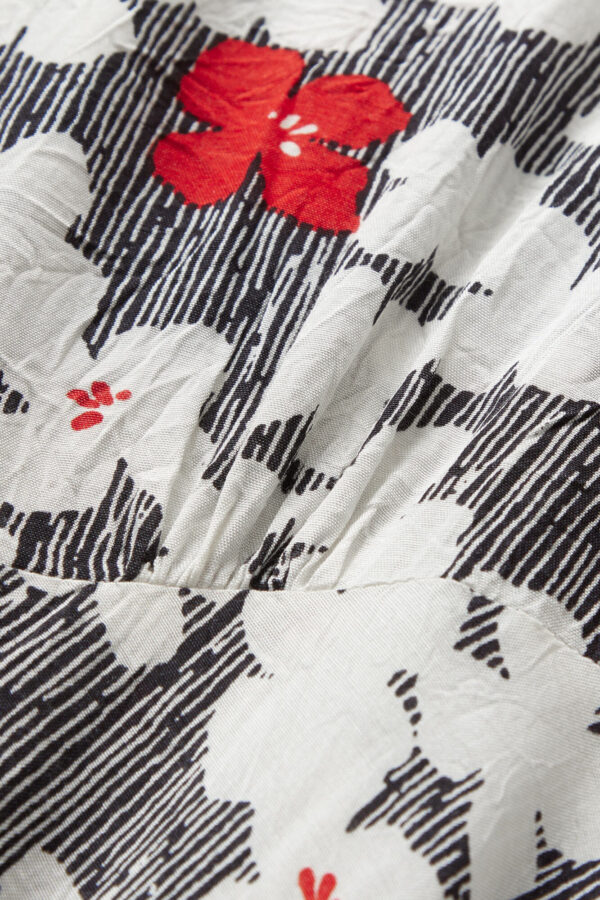 Nita kjole fra Masai. Mønstret figursyet halvlang