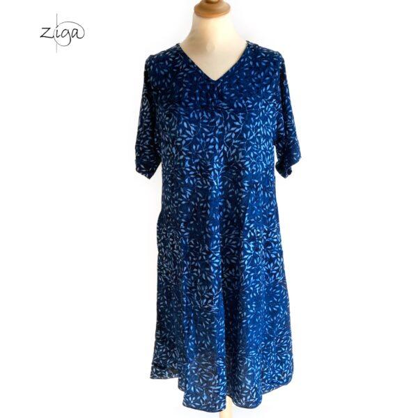 Campur blå mønstret Lucy midi kjole. Med V-hals. W.36