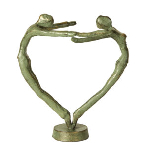 Jernfigur af et par der danner et hjerte i antik grøn
