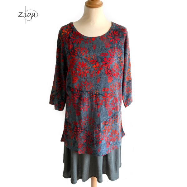Campur Mathilda bluse grå med rødt mønster. Med rund hals W112