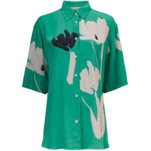 Masai Ilbato skjorte med korte ærmer og knapper. Med blomstermønster
