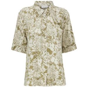 Masai Italla kortærmet skjorte. I lys olivengrøn med hvidt blomstermønster.