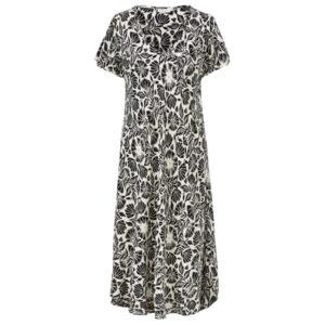 Masai Nebili sort og hvid mønstret kjole. Med korte ærmer.
