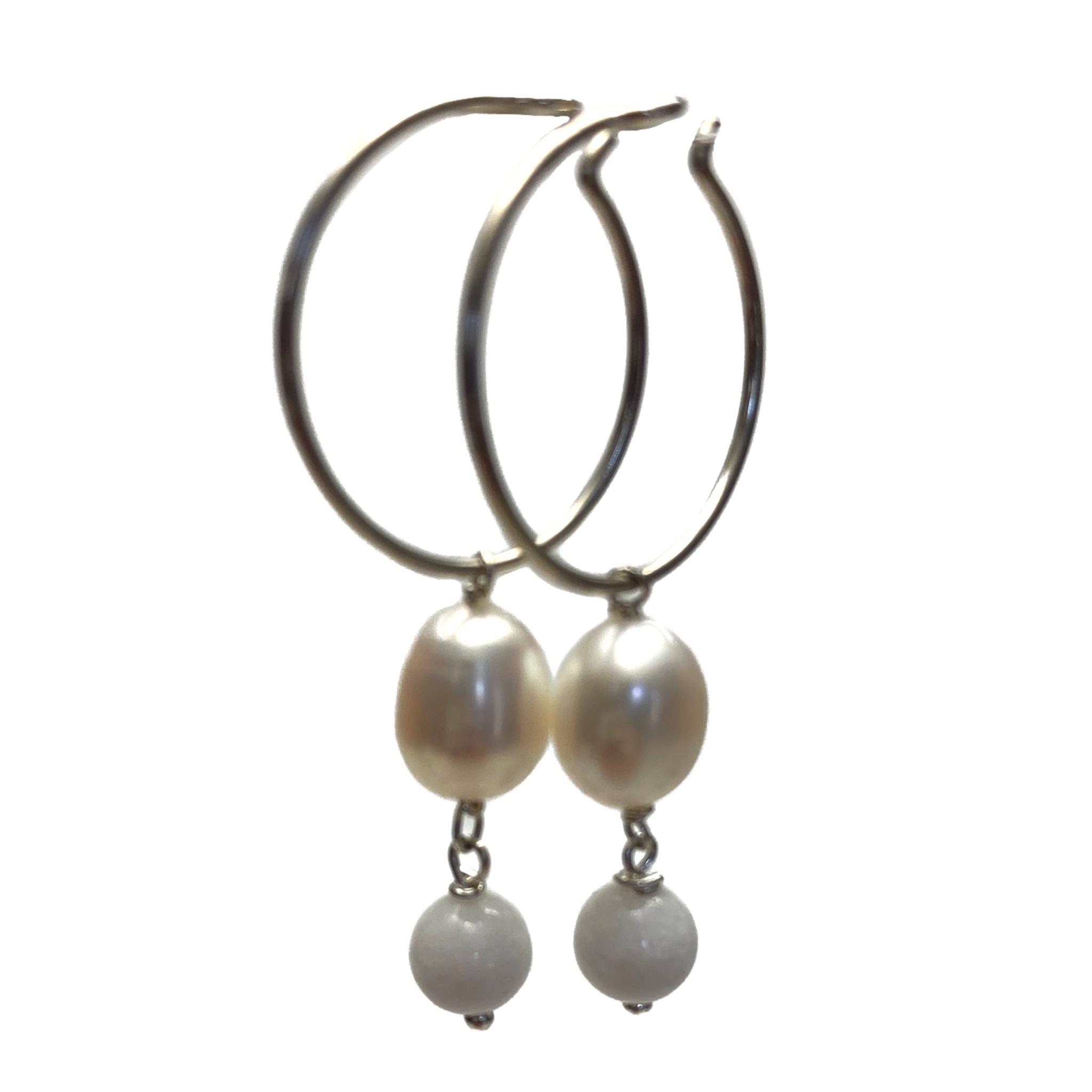 Hvide øreringe i sølv med sten og perler