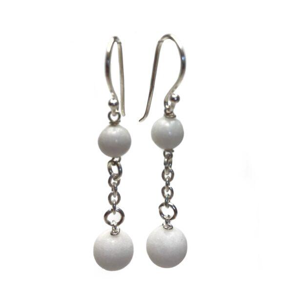 Hvide ørering med sølv og stenperler