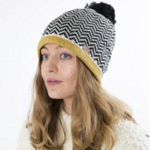 Fuza Wool Wonderland strik hat mustard med kvast
