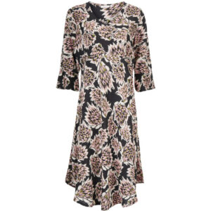 Masai Nita blomstret kjole 1004133. Med 3/4 lange ærmer.